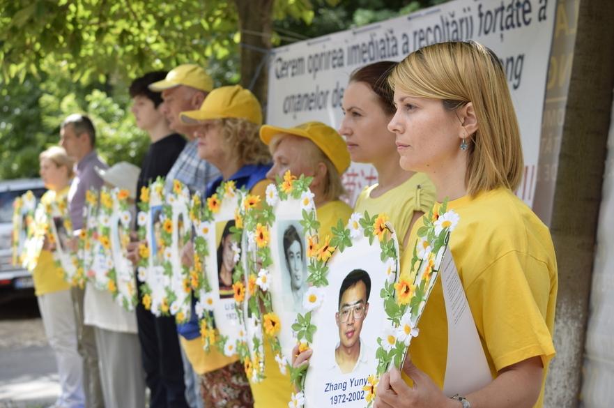 Comemorare la Chişinău - 17 ani de persecuţii împotriva practicanţilor Falun Dafa din China